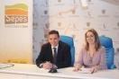 La directora general de Sepes, Lucía Molares, presentó la opción de compra junto con el alcalde de Campo de Criptana